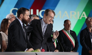 A large part of Italian society is convinced that being with you is to be on the right side of history
